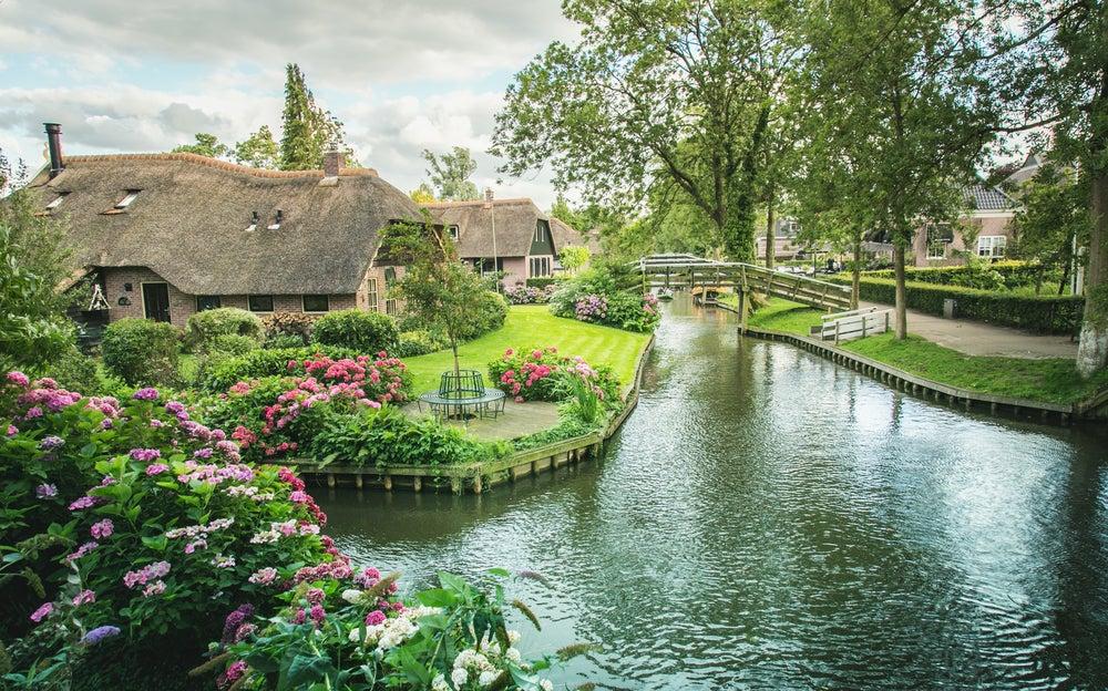 Canales maravillosos en Giethoorn, Holanda