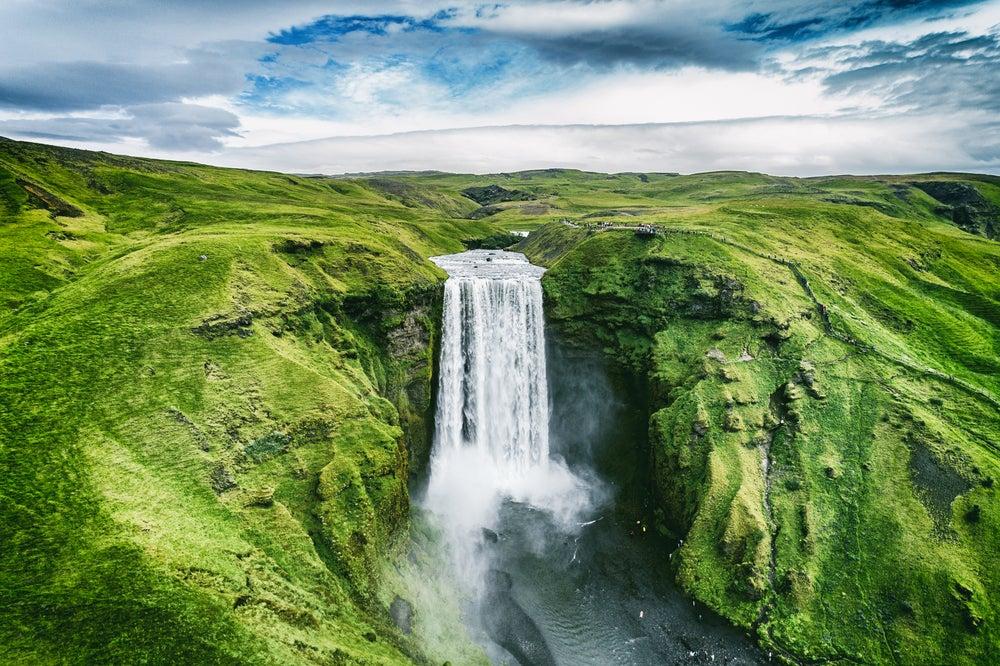 Visitar Reikiavik y ver cascadas y glaciares en el sur de Islandia