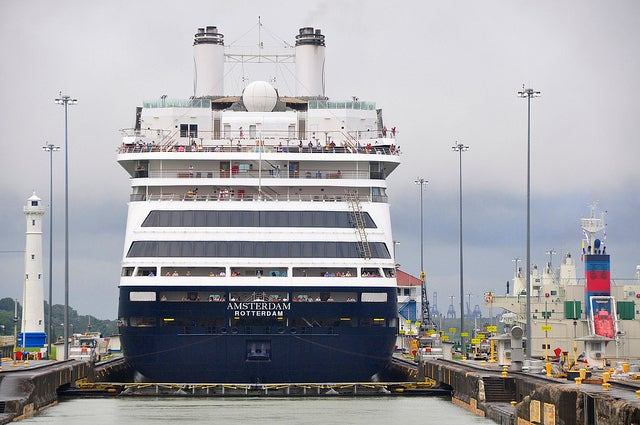 Crucero en el Canal de Panamá