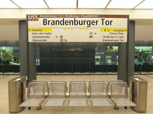 Metro de Berlín para llegar a la Puerta de Brandenburgo