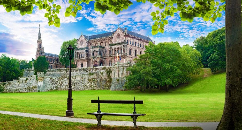 Vista del Palacio de Sobrellano en Comillas