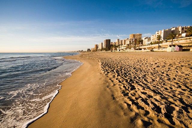 Playa Muchavista, una de las mejores playas de Valencia