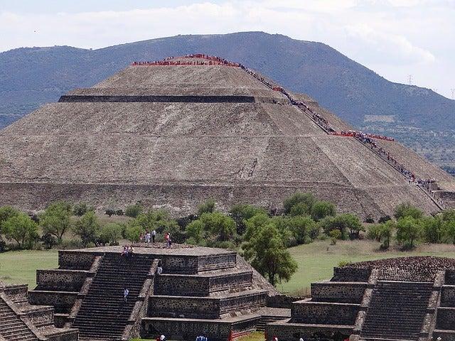 Vista de la pirámide de Teotihuacán
