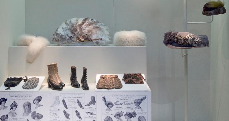 Zapatos y sombreros en el Museo del Traje de Madrid