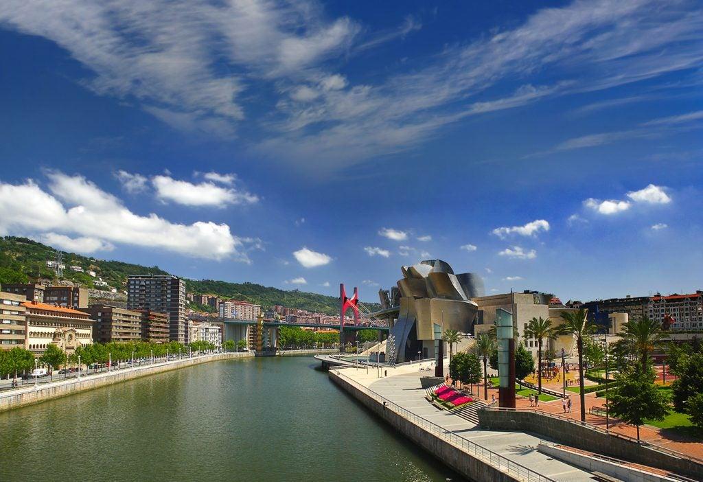 Damos un agradable paseo por la ría de Bilbao
