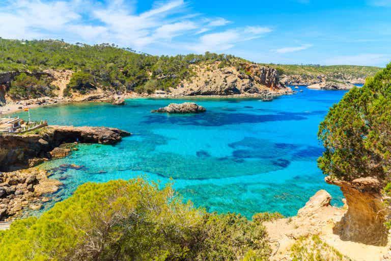 Cala Xarraca, un rincón encantador en la isla de Ibiza