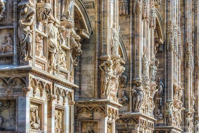 Detalles de la fachada del Duomo de Milán