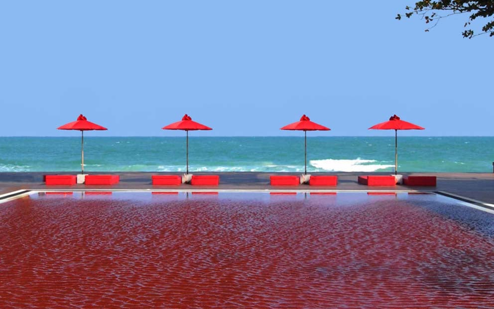 Piscina de agua roja