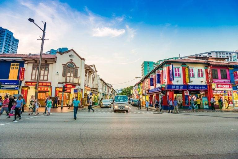 Un paseo por el colorido barrio de Little India en Singapur