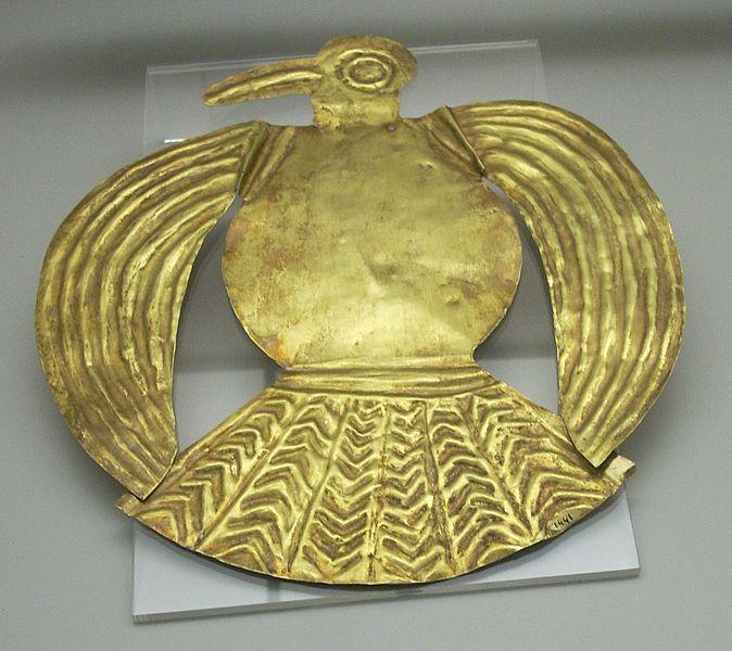 Pieza de oro en el Museo de América