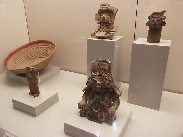 Vitrinas en el Museo de América de Madrid