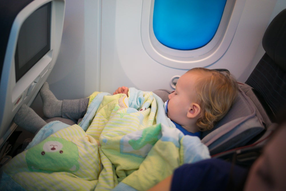 Niño en un avión