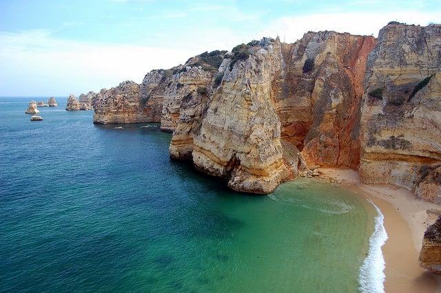 Playa de Doña Ana en el Algarve