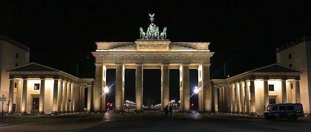 Puerta de Brandenburgo por la noche