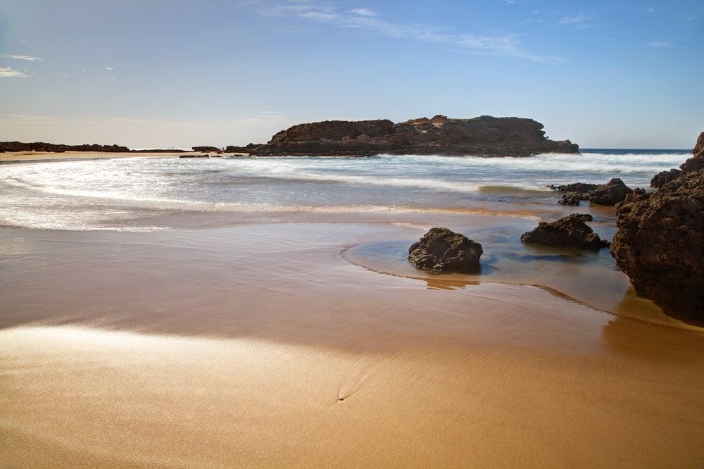 Playa de Taghazout para una escapada romántica
