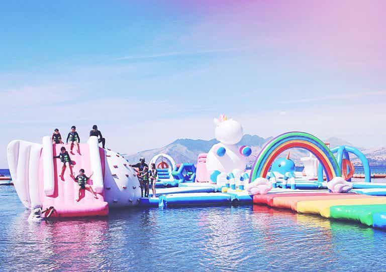 Fantasía en The Inflatable Island, la isla de los unicornios