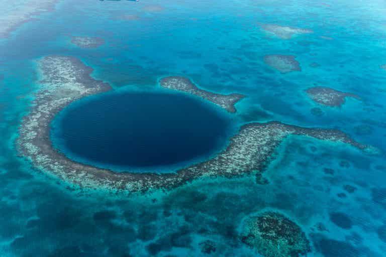 Haz submarinismo en el Blue Hole en Belice. ¡Espectacular!
