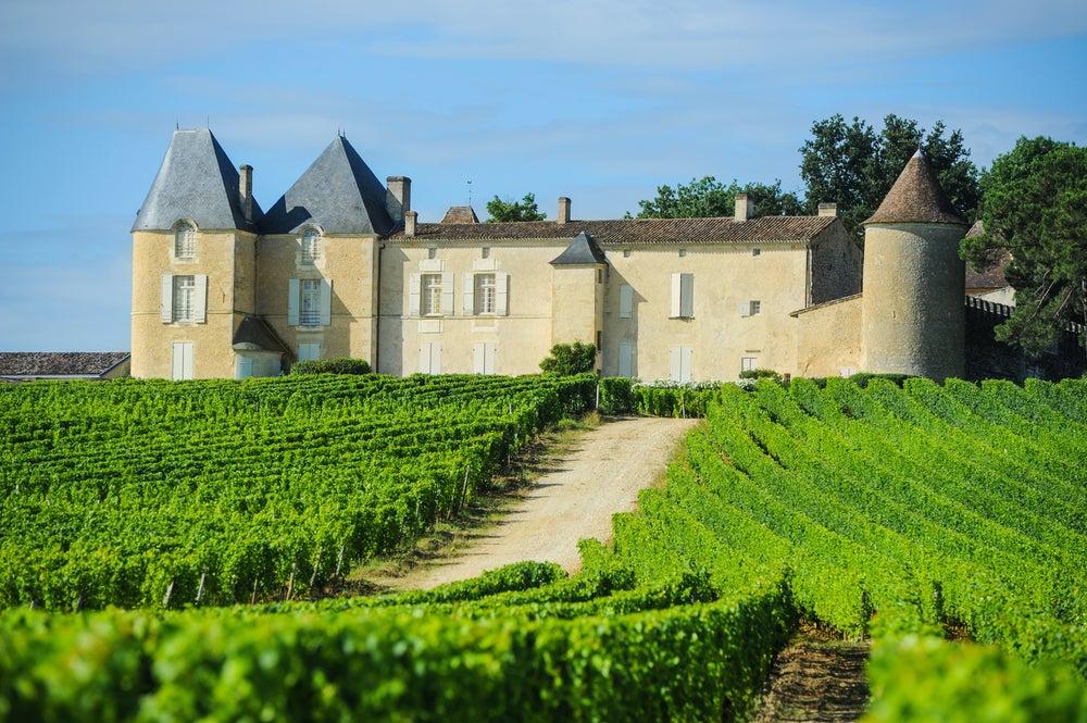 Conoce los castillos y viñedos más famosos de Burdeos