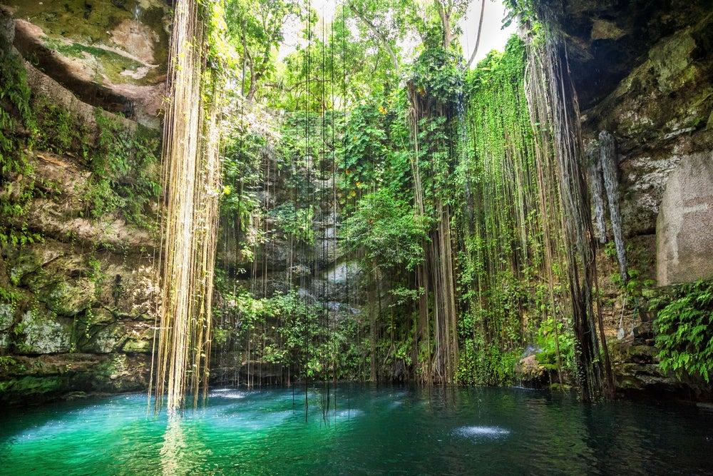 Cenote Ik-Kil en la Riviera Maya