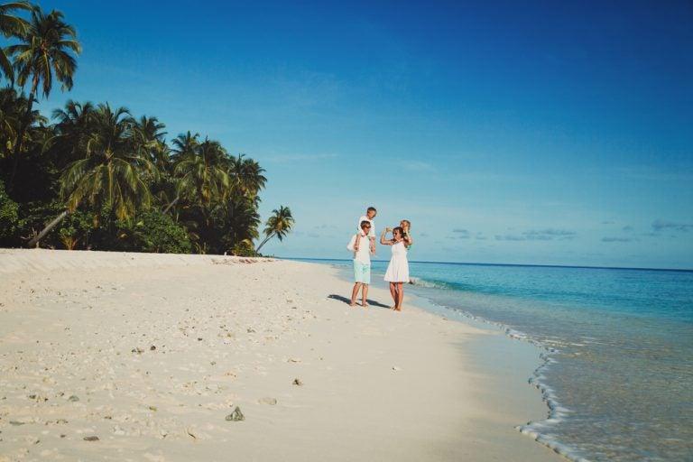 4 consejos para viajar con niños a la playa