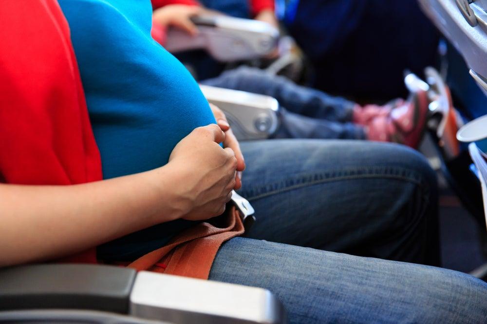 Embarazada en un avión
