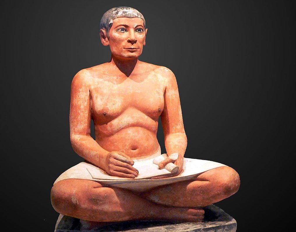 Escriba sentado en el Louvre