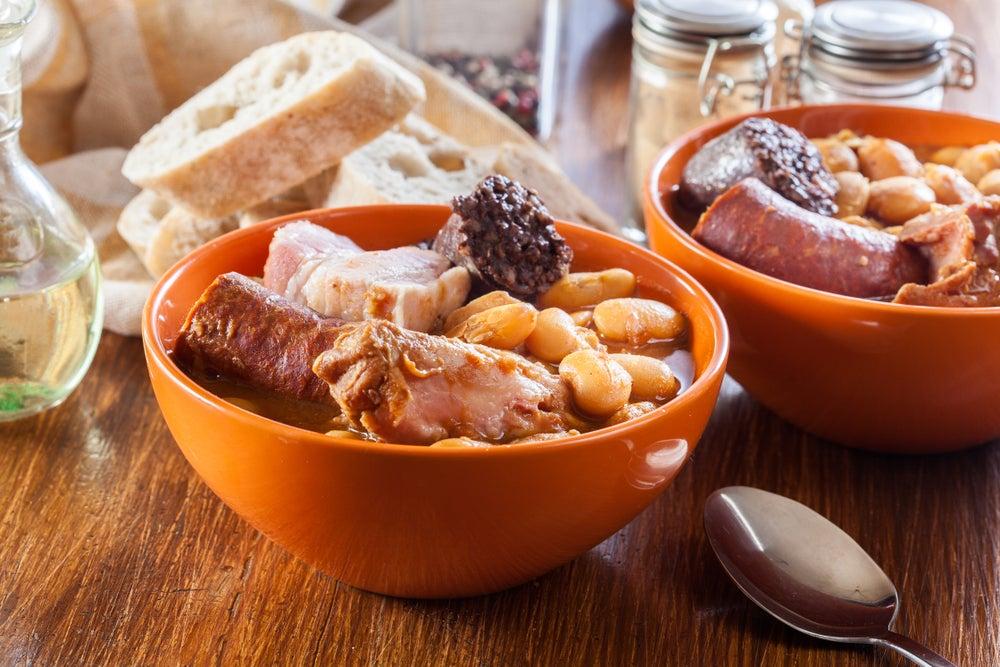 Plato de fabada típica de Asturias