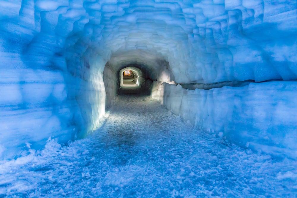 Cueva en el glaciar Langjokull de Islandia