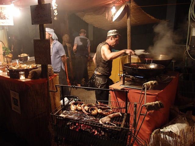 Mercadillo en el Festival de la Luna Mora en Guaro