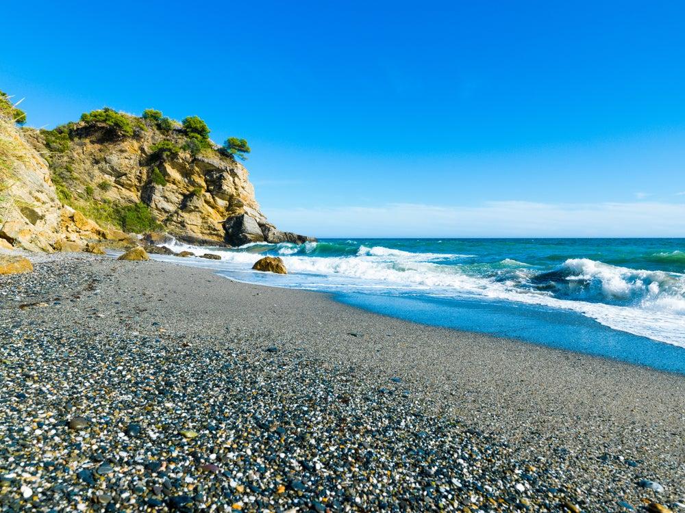 Playa de Maro, una de las mejores playas de la Costa del Sol