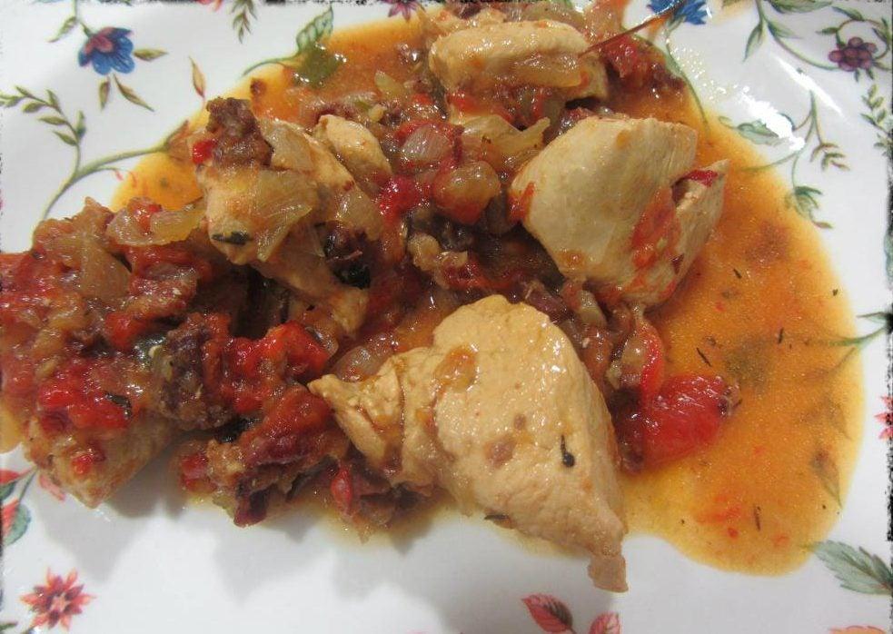 Pollo al chilindrón, uno de los platos típicos de Zaragoza