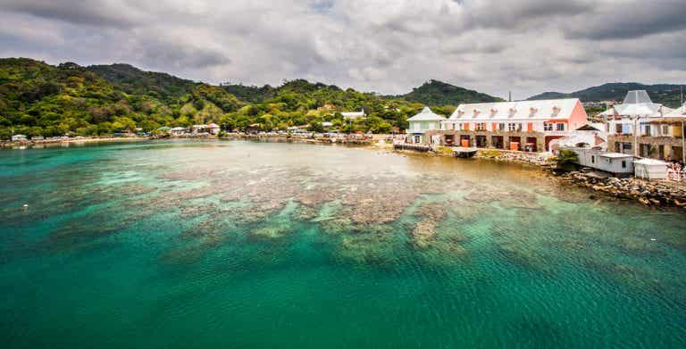 Visita los hermosos arrecifes de Roatán en Honduras