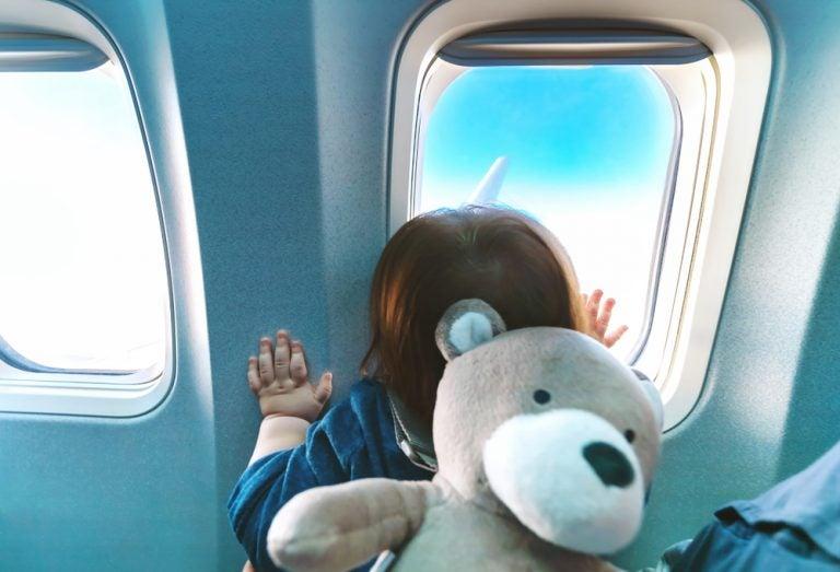 Consejos importantes para viajar con niños en avión