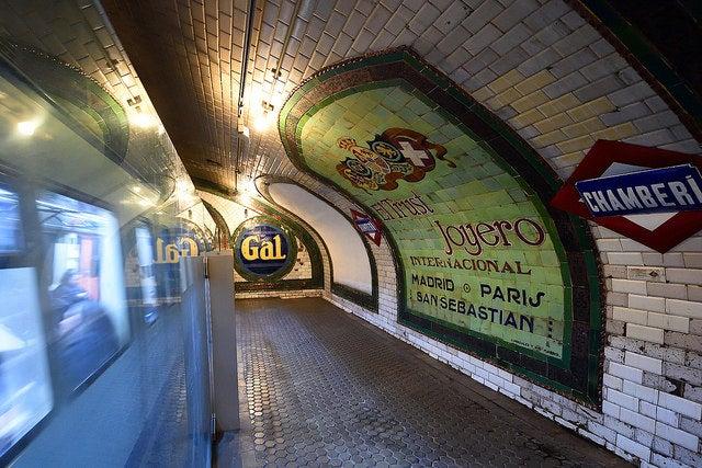 Andén de la estación de metro de Chamberí
