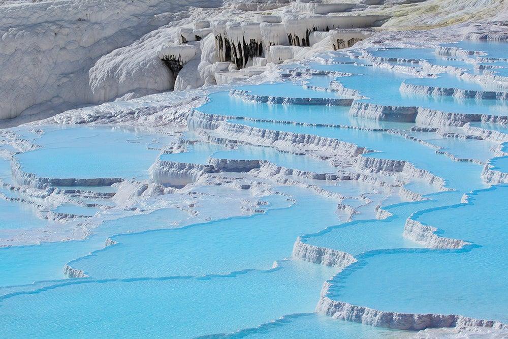 Conoce la increíble cascada blanca de Pamukkale en Turquía