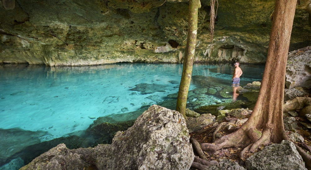 Cenote Dos Ojos en México