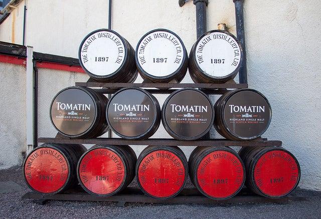 Barriles en la destilería Tomatin
