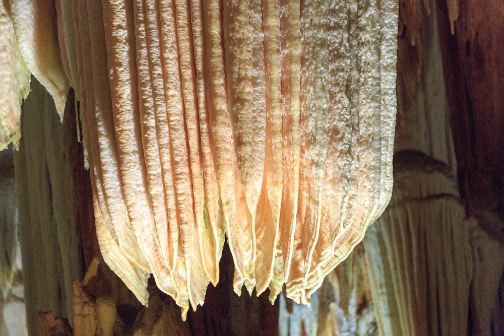 Detalle de la cueva del Águila