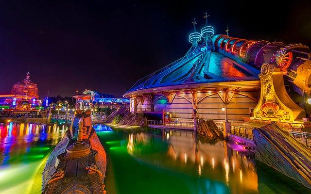 Disneyland París por la noche