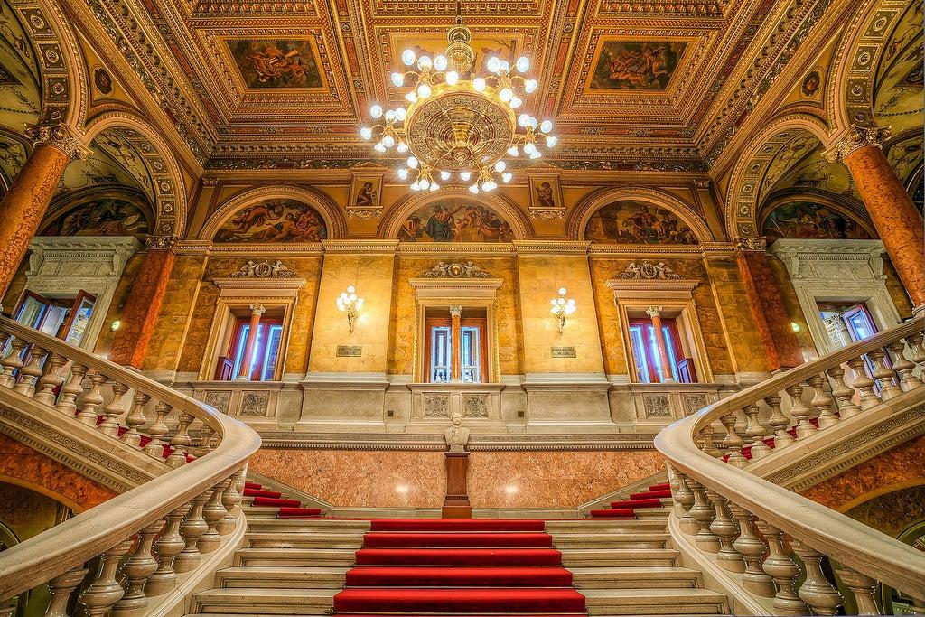 Escalinata de la Ópera nacional de Hungría