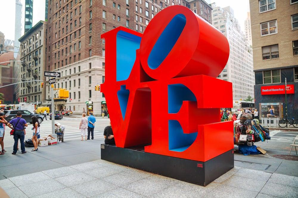 Escultura love en Nueva York, uno de los lugares para hacer fotos increíbles