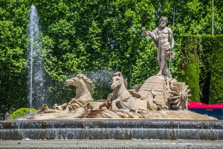 La fuente rojiblanca de Neptuno en Madrid, ¿la conoces?
