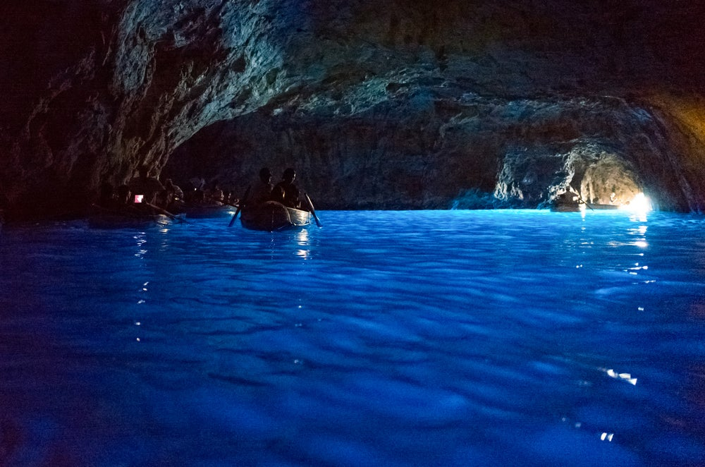 Interior de la Gruta Azul en Capri