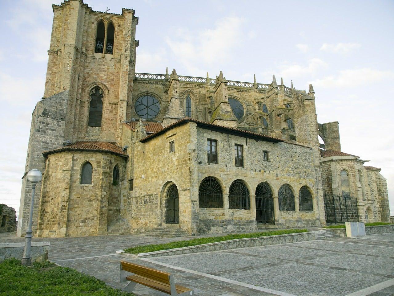 Iglesia de Santa María la Mayor de Castro Urdiales en España