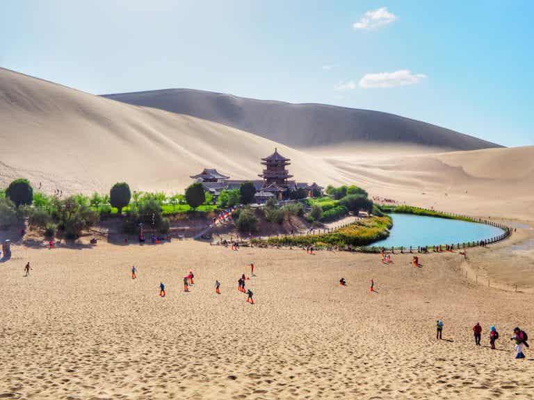 El lago Yueyaquan, una explosión de vida en pleno desierto del Gobi