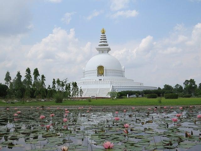 Pagoda de la Paz en Lumbini, una de las ciudades sagradas del budismo