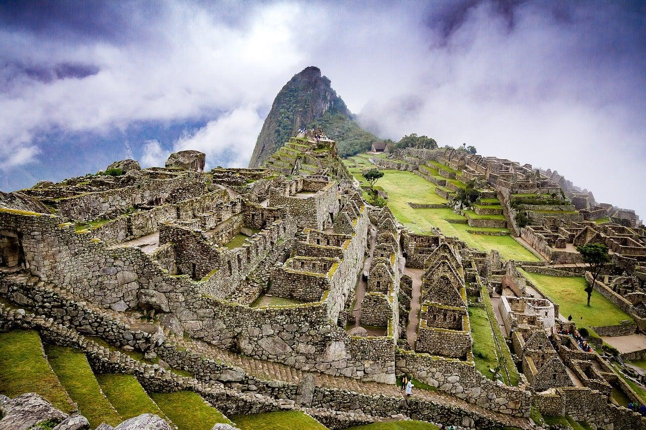 Machu Picchu con nubes