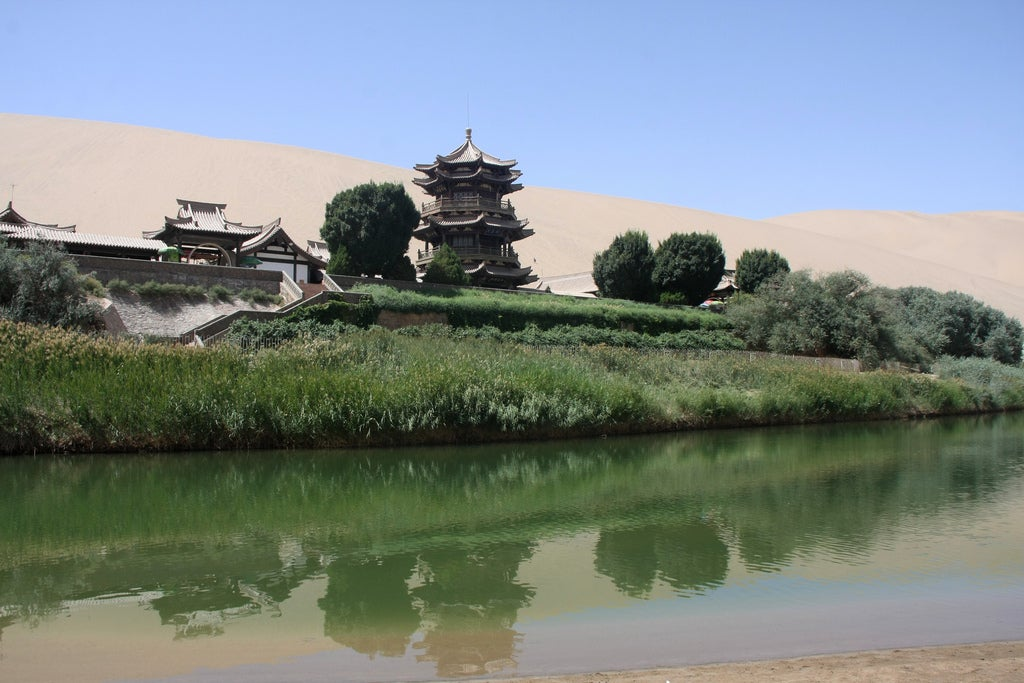 Pagoda en el lago Yueyaquan