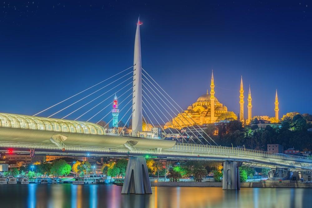 Puente Atatürk en el Bósforo