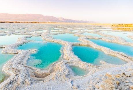 Cristales de sal en el Mar Muerto
